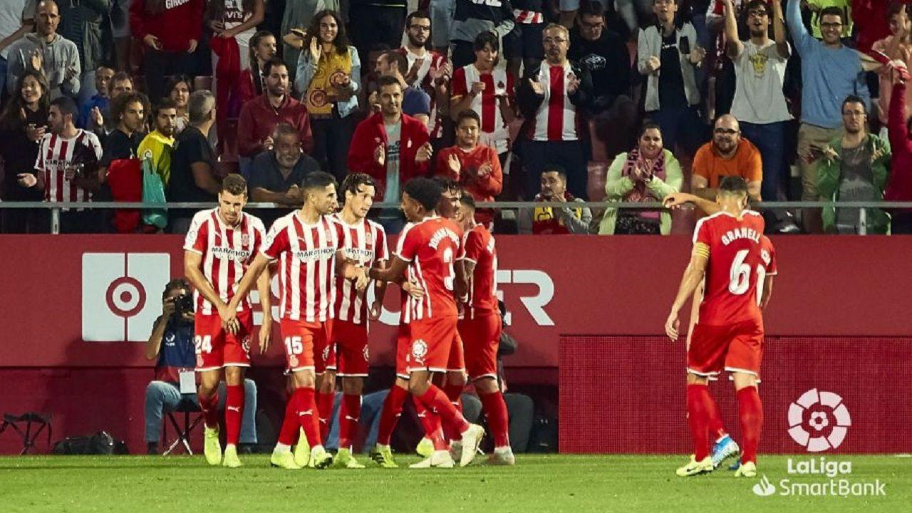 Nueva jornada de movilizaciones en las calles de Barcelona.Los jugadores del Girona celebran un gol ante el Deportivo