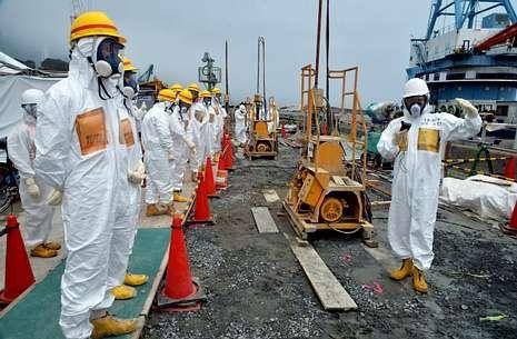 Y los Juegos Olímpicos son para... Tokio.Los operarios de Fukushima intentan contener la fuga radiactiva, cuyo origen aún no se ha localizado.