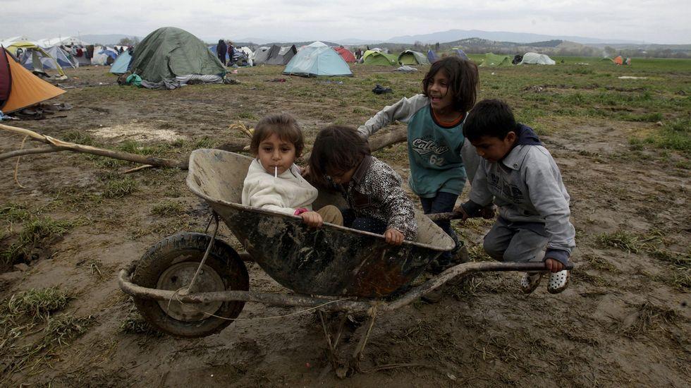 Visita de Angelina Jolie a Grecia.Un niño sirio muestra su pesar por los atentados