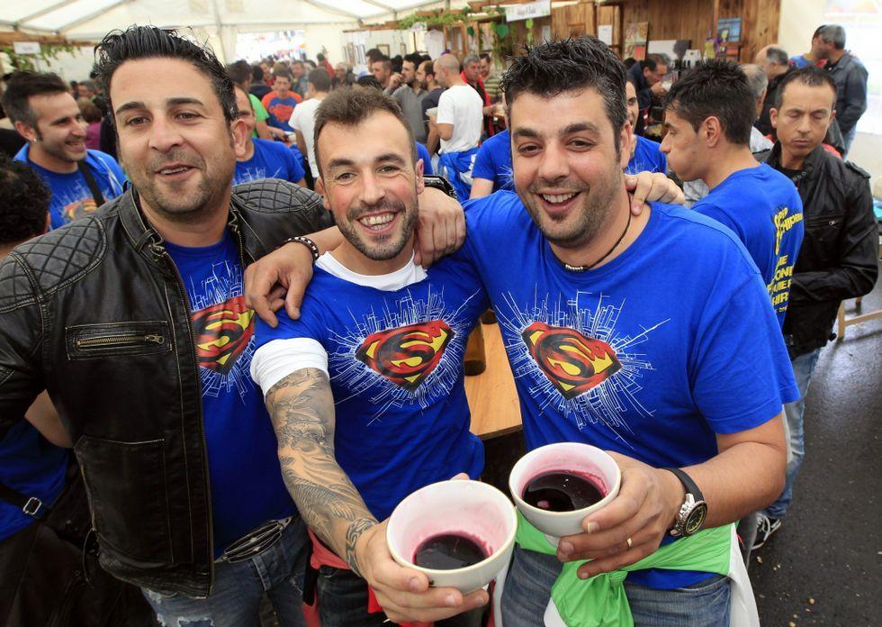 Miles de personas pasarán este fin de semana por Barrantes para probar sus vinos tintos.
