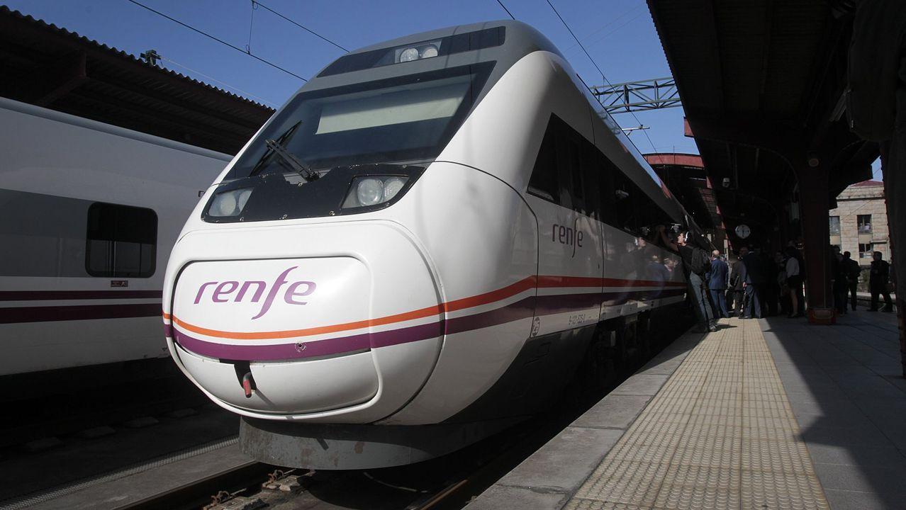 Uno de los trenes que conectan Vigo y A Coruña por el eje atlántico