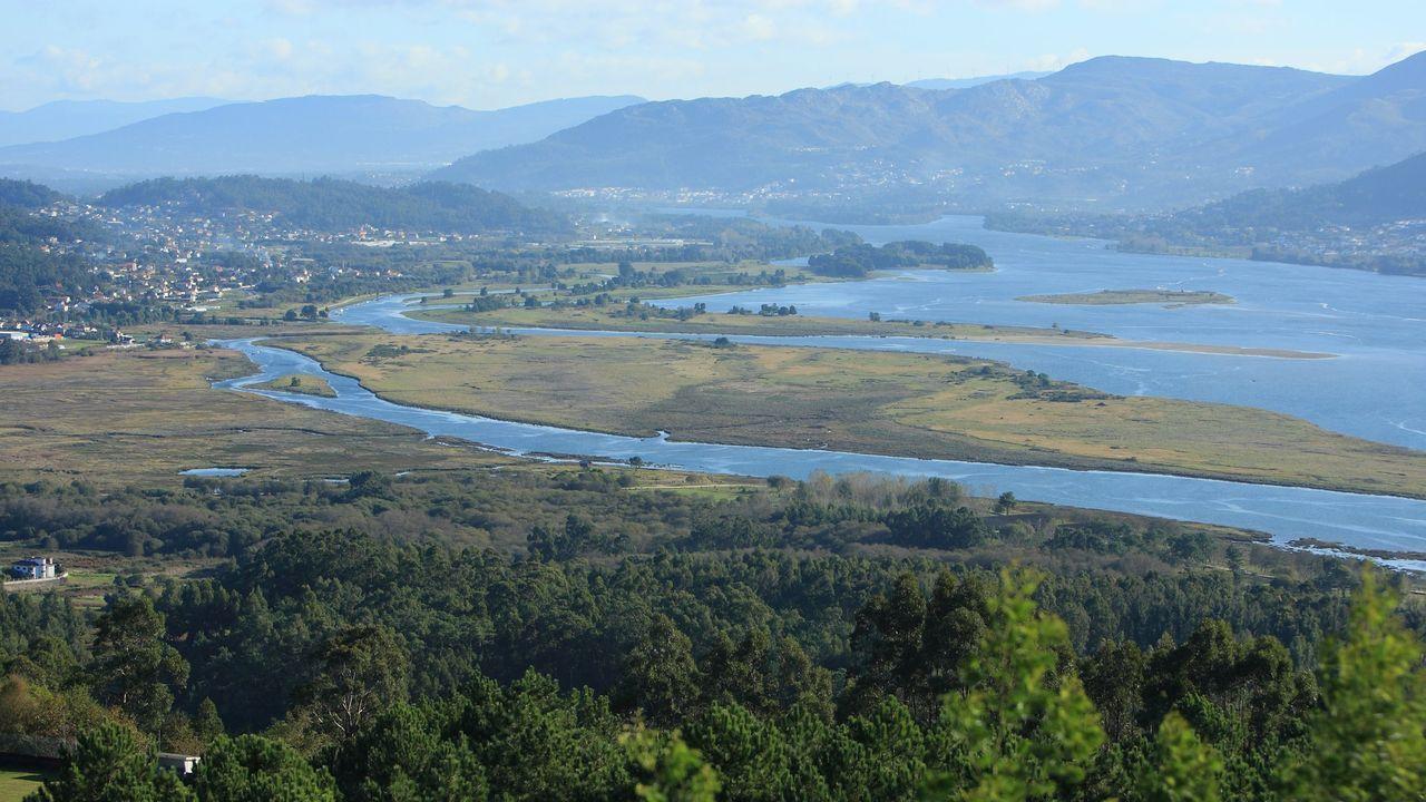 Illa visita el Hospital Álvaro Cunqueiro.Vista del estuario del Miño en la frontera entre Galicia y Portugal