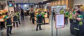 Un aplauso para los héroes diarios de los supermercados