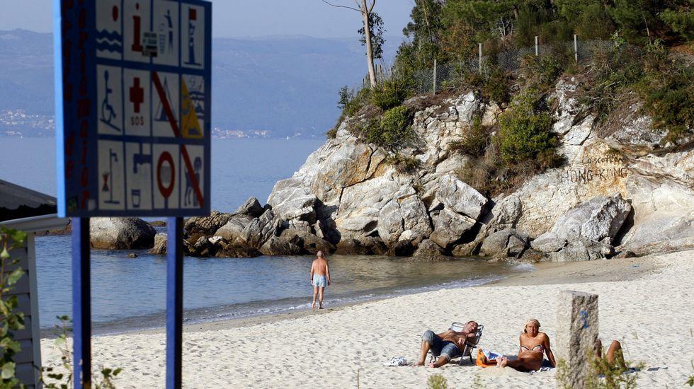 Playa de Retorta, en Boiro.Playa de Portomaior, en Bueu