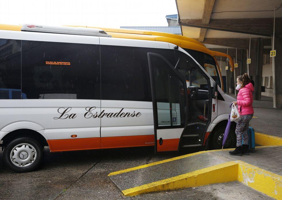 Los tentáculos de la Pulpo enredan a Besteiro.La compañía A Estradense ofrece más opciones de horario, pero no de recorrido.