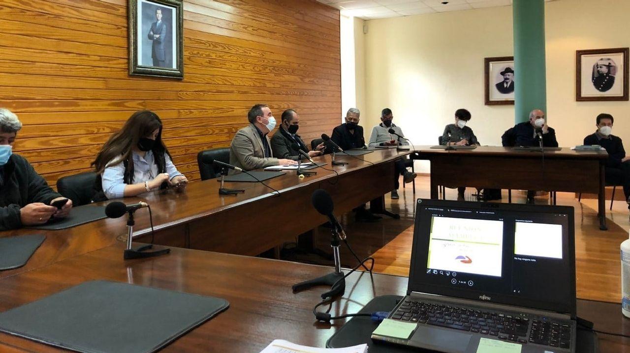 La junta directiva del grupo de desarrollo local Ribeira Sacra-Courel se reunió recientemente en la casa consistorial de Bóveda a fin de preparar el nuevo ejercicio del plan Leader en este territorio