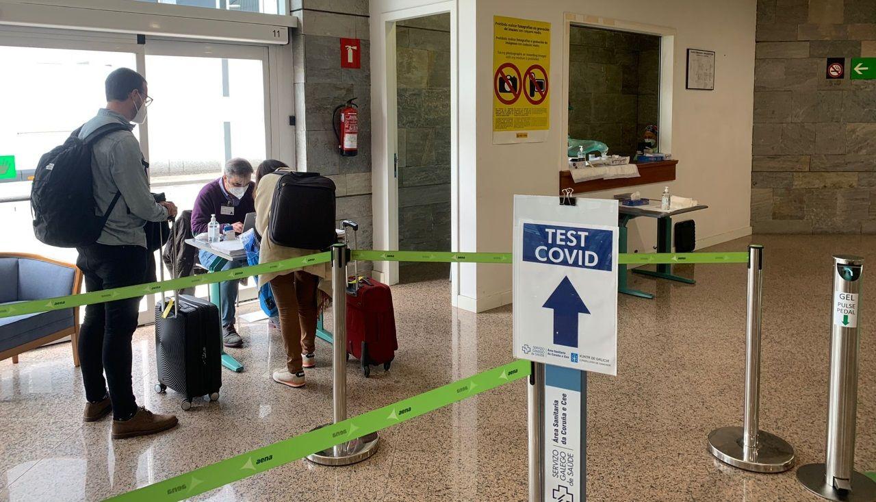 Alvedro ya realiza cribados a sus pasajeros.Punto para los test del covid-19 en el aeropuerto de Alvedro, en A Coruña
