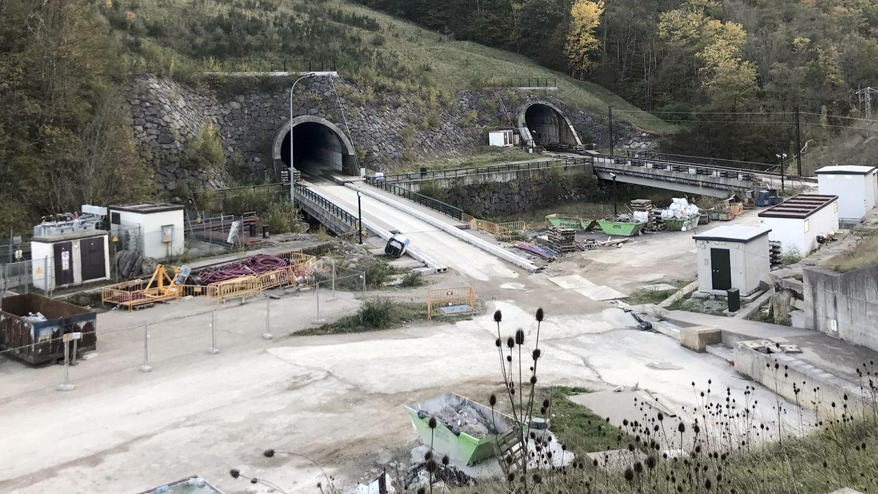 Dolores Escudero es la coordinadora autonómica de la Unidad de Trasplantes de Asturias.Entorno de las obras de los túneles de la Variente de Pajares
