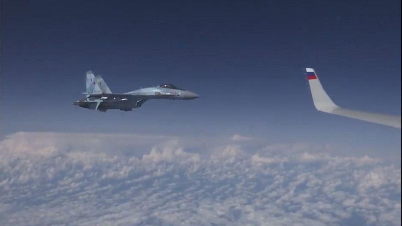 El avión del ministro Shoigu regresaba de Kaliningrado a Moscú acompañado por dos aviones rusos Su-27