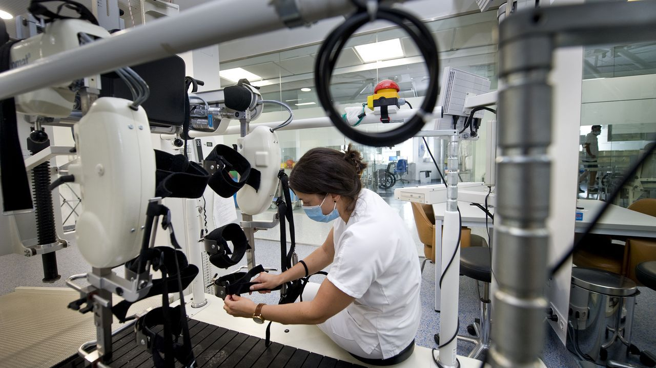 Belén López es una de las rehabilitadoras que trabaja en el centro de lesionados medulares de referencia de Galicia
