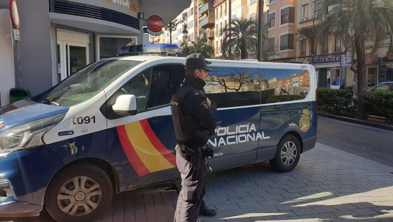El presidente de Bankia y el consejero delegadode CaixaBank presentan el acuerdo de fusión.Imagen de una patrulla de la Policía Nacional en Aragón