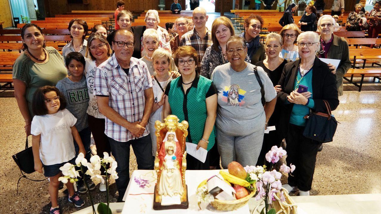 La comida venezolana se hace hueco en Ourense.Maduro y la primera dama Cilia Flores saludan a sus simpatizantes durante un acto de Gobierno el jueves en Caracas