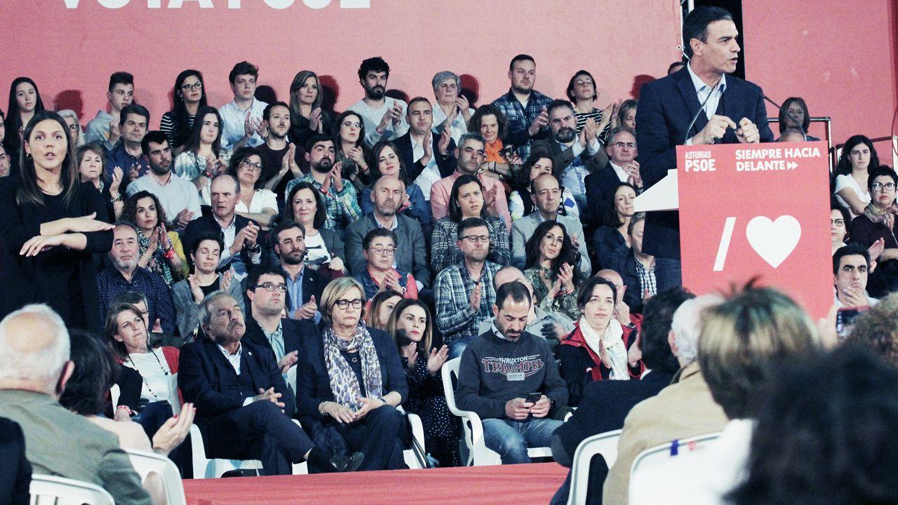 Grado de deportes en el campus de mieres.Pedro Sánchez interviene ante algunos candidatos municipales como Wenceslao López, Mariví Monteserín, Ángel García o Sandra Cuesta