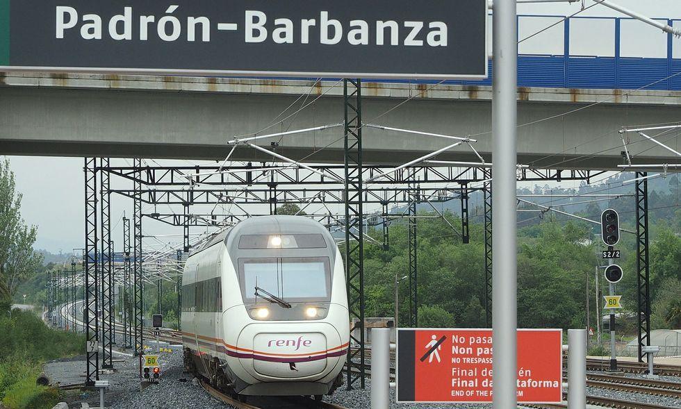 Por la estación Padrón-Barbanza pasan tres trenes diarios en cada sentido de circulación.