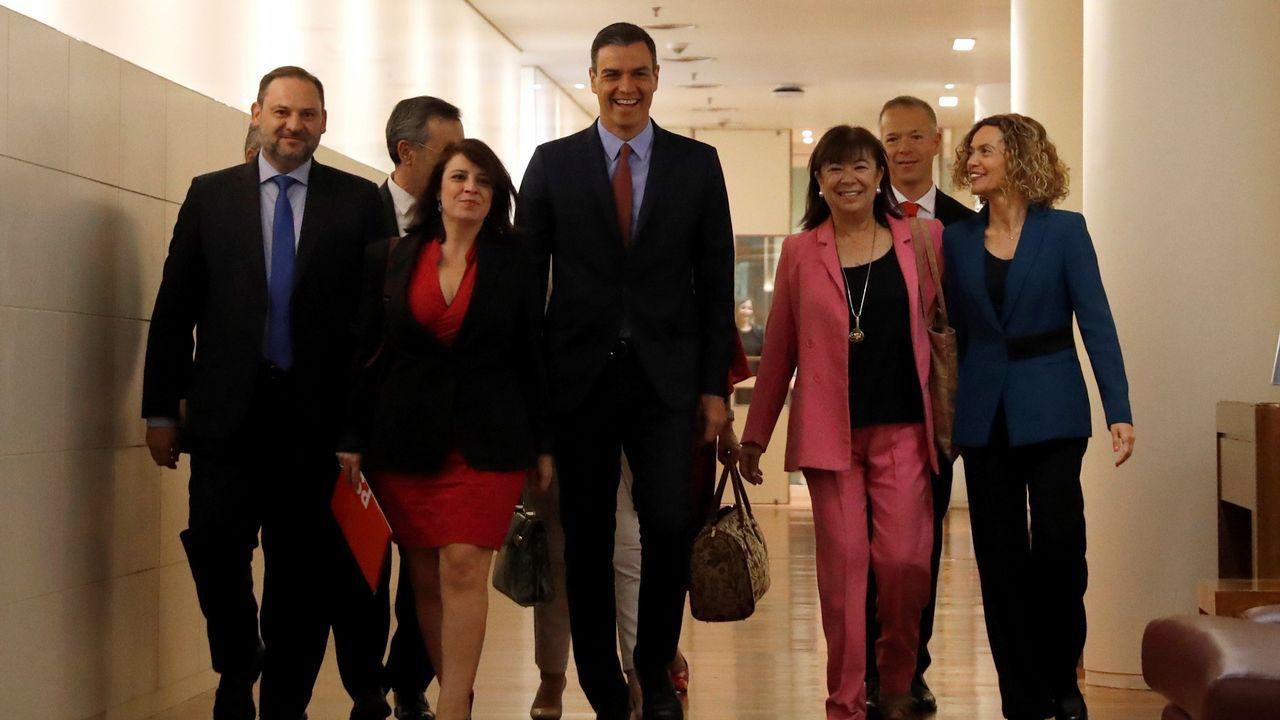 Pedro Sánchez, Adriana Lastra, Cristina Narbona y José Luis Ábalos, entre otros, antes de la sesión constitutiva.