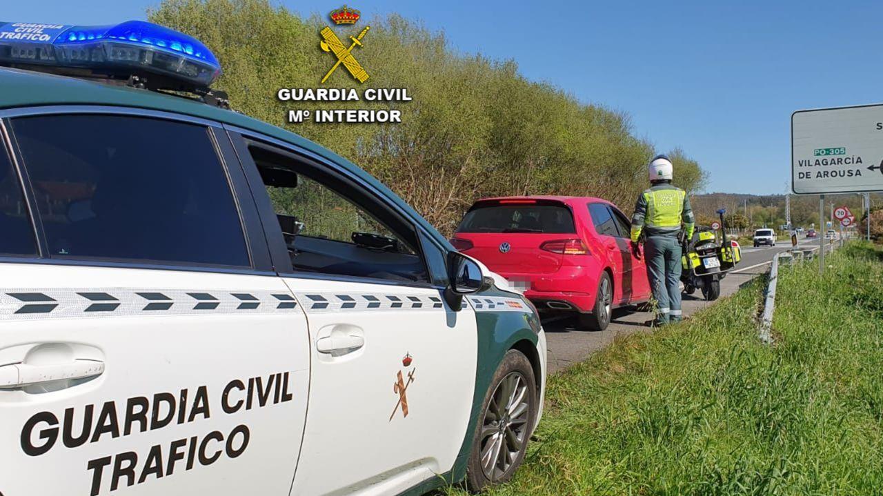 Así está la A-52 entre Ourense y Verín.Entrada del presidente de la Diputación en el salón de plenos provincial
