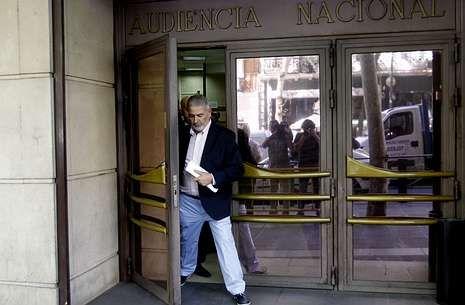Laureano Oubiña, ayer, saliendo de la Audiencia Nacional, en Madrid.