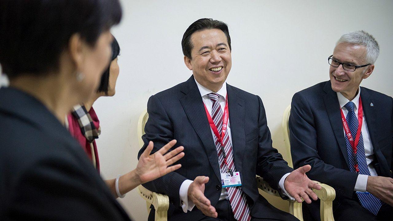 Rato entra en Soto del Real.Ghosn, CEO de la Alianza conformada por Renault, Nissan y Mitsubishi posa junto con el K-ZE, próximo lanzamiento eléctrico de la marca del rombo
