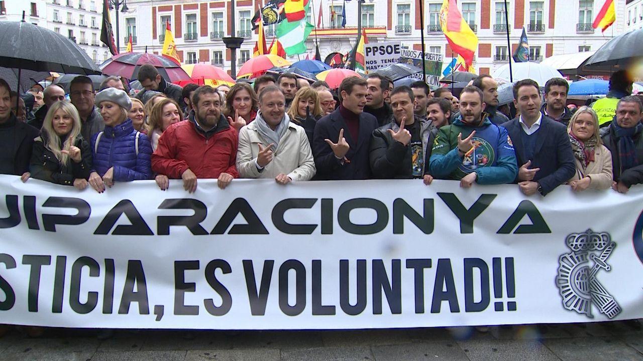 Albert Rivera, recibido con hostilidad en el pueblo de Josu Ternera.La manifestación policial contó con el apoyo de PP, Ciudadanos y Vox