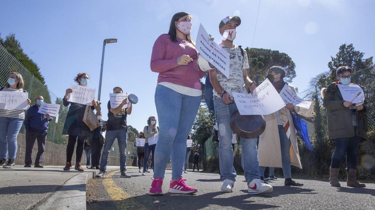 Adriana Lueiro, a la izquierda, y su pareja, Camila Rondinini, imparten cursos en línea que atienden las problemáticas femeninas