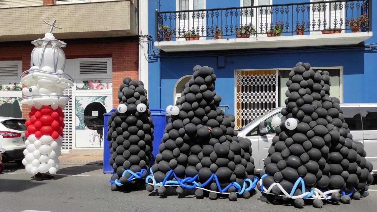 Las mejores vistas en la provincia de A Coruña desde las alturas.José Picallo, propietario de Casa Morcego, en el municipio de Valdoviño, en una imagen de hace un año