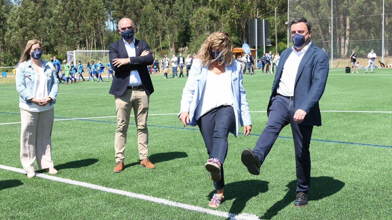 Inauguración del campo con la alcaldesa y el presidente de la Diputación