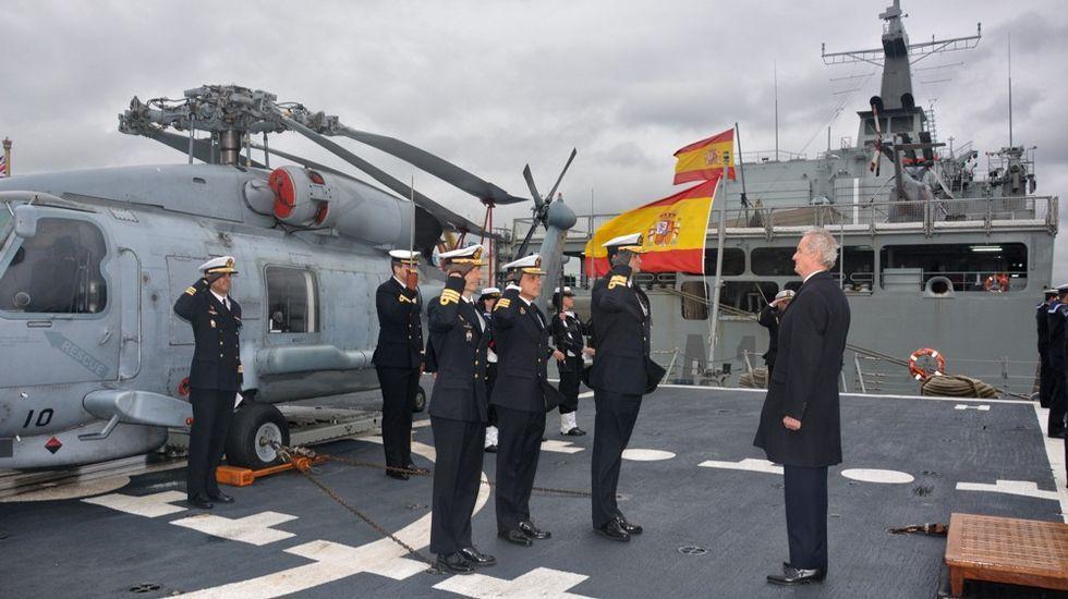 Morenés es recibido a bordo de la F-101