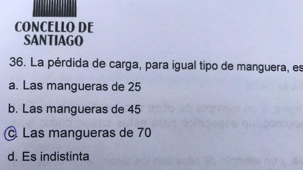 En este ejemplo se aprecia que la respuesta correcta (la «c») tiene un cuerpo de letra mayor