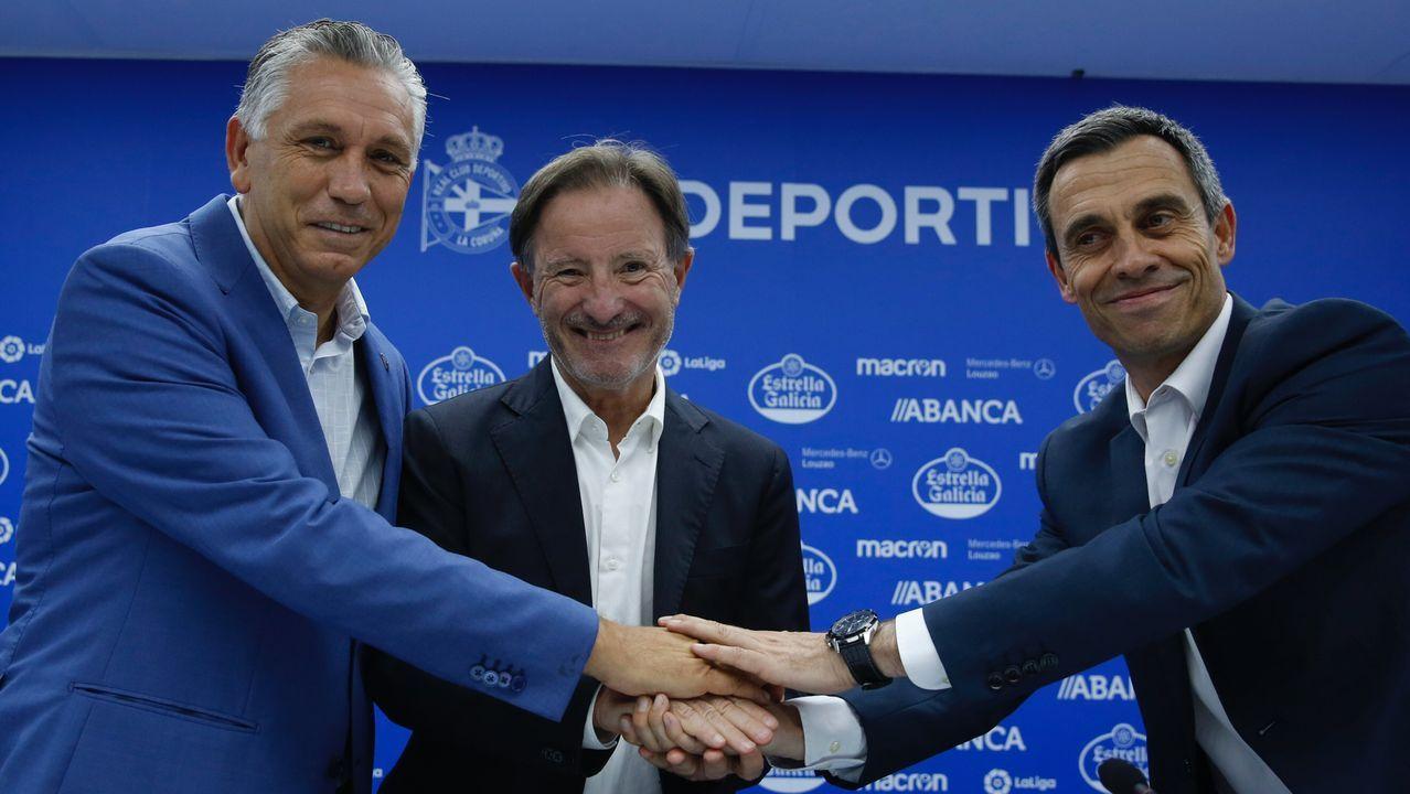 Anquela: «El Deportivo va a salir adelante».Autobús del Real Oviedo llegando al Carlos Tartiere