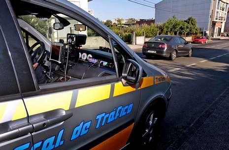 El vehículo cedido por la Dirección General de Tráfico ha realizado controles en varias vías.