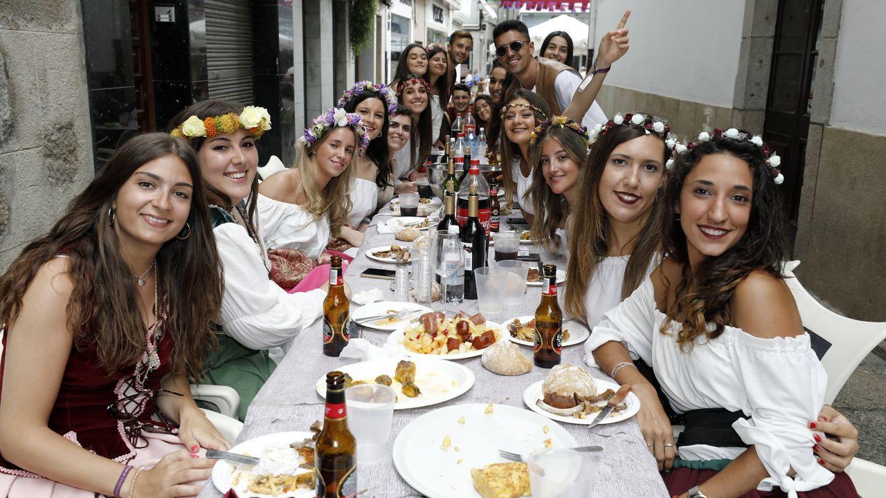 Búscate en el álbumde la comida «renacentista»en Viveiro
