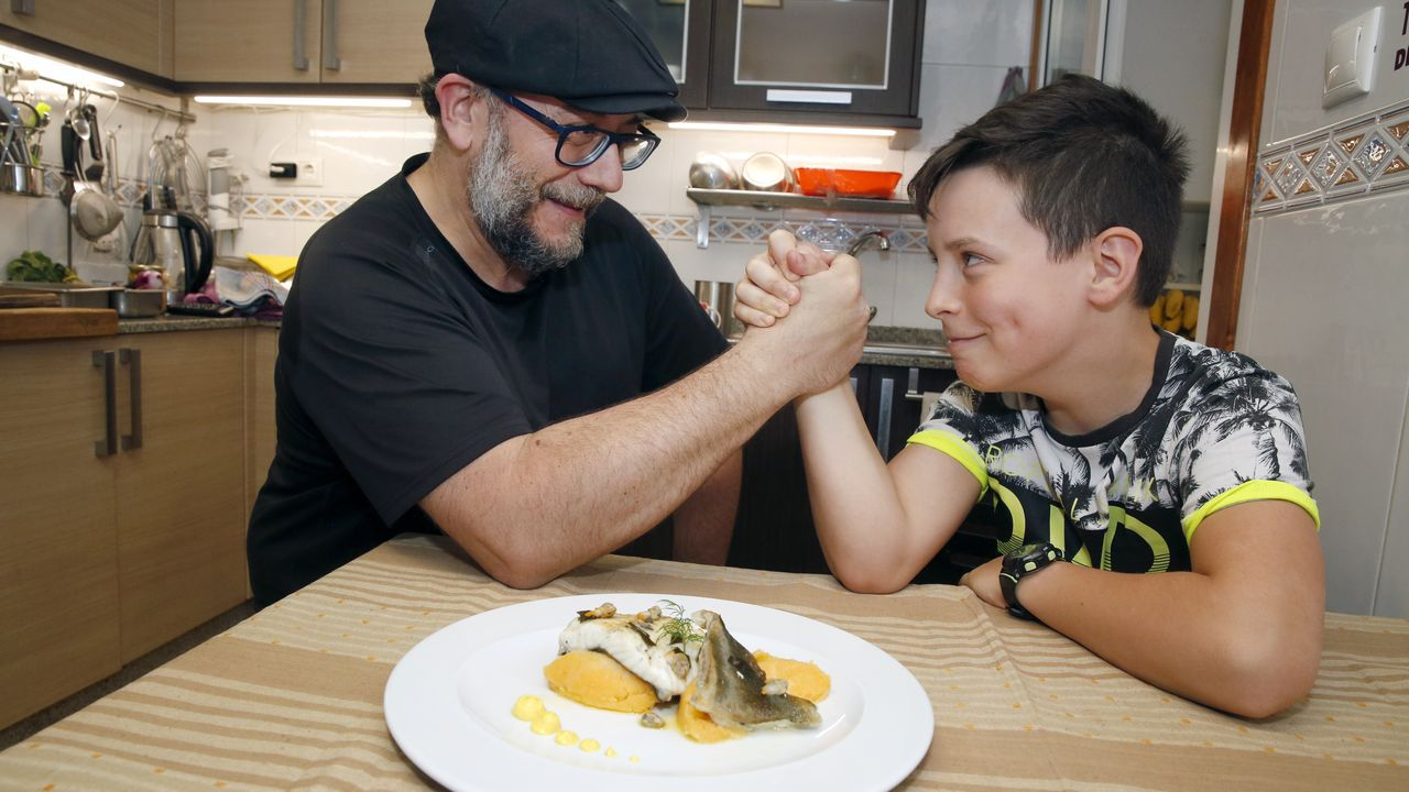 Gael Ameixeiras, 11 años, Vilagarcía. No es por aquello de que de tal palo, tal astilla. De hecho, Gael no quiere saber nada de ser cocinero profesional ?lo suyo es el básquet, dice? pero sí que siente curiosidad por los fogones caseros. Con su padre, Xoanqui, como guía y compañía.