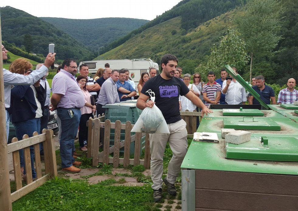 La Diputación estudió en Navarra fórmulas de compostaje, en la imagen, una isla comunitaria.