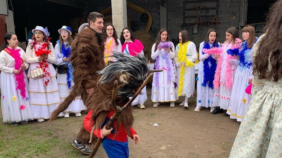 Arzúa y Touro dan la bienvenida al carnaval y Vedra celebra su entroido municipal