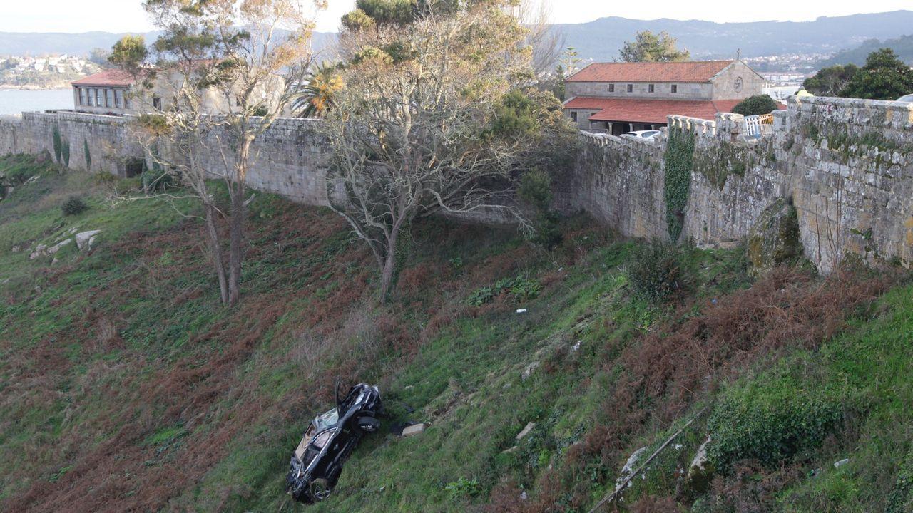 Accidente en el parador de Baiona.Francisco Añón fue detenido en el peaje de la AP-9 en Ordes tras asaltar un estanco y un bar