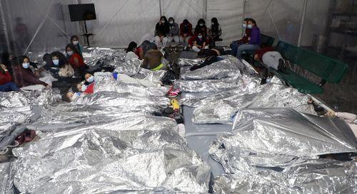 El servicio de Aduanas y Protección de Fronteras de Estados Unidos ha mostrado en su portal web dos vídeos y 44 imágenes de las instalaciones en las ciudades de Donna, del estado de Texas