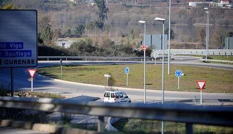 Más de setenta hectáreas quemadas en Ourense.La autovía AG-53 ha vuelto a ser escenario del robo de hilo de cobre, en alguno de sus tramos.