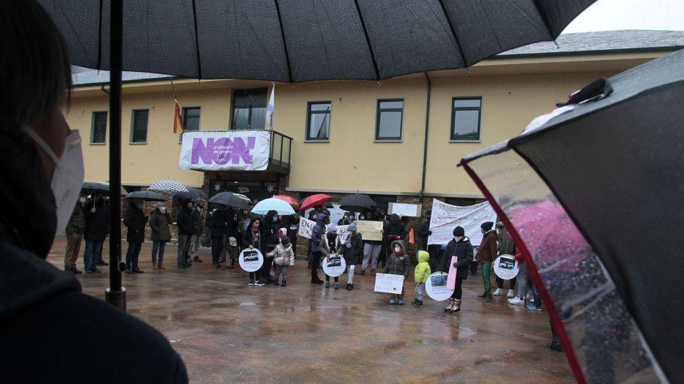 La concentración empezó a las once y se celebró frente el Ayuntamiento