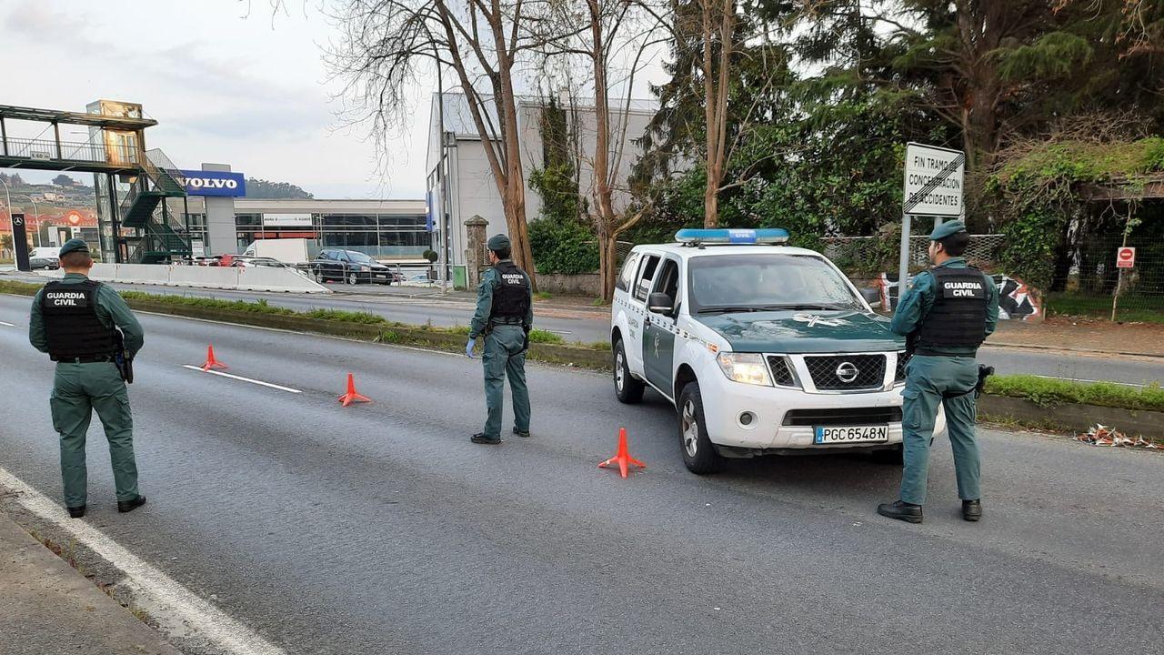 Control de la Guardia Civil este domingo en los accesos a la ciudad de A Coruña para vigilar los desplazamientos de fin de semana