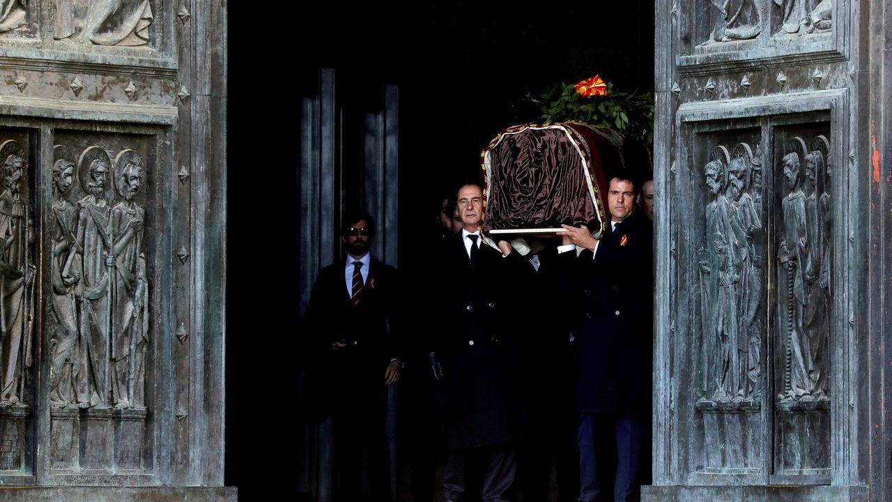 EL DÚO MOSTRANDO UNA IMAGEN DE RIAZOR EN LA PROMOCIÓN DE «HACIA LO SALVAJE»