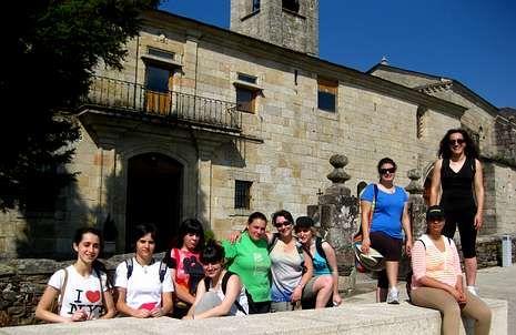 Alumnas de turismo del Río Cabe en el convento sarriano de A Madalena