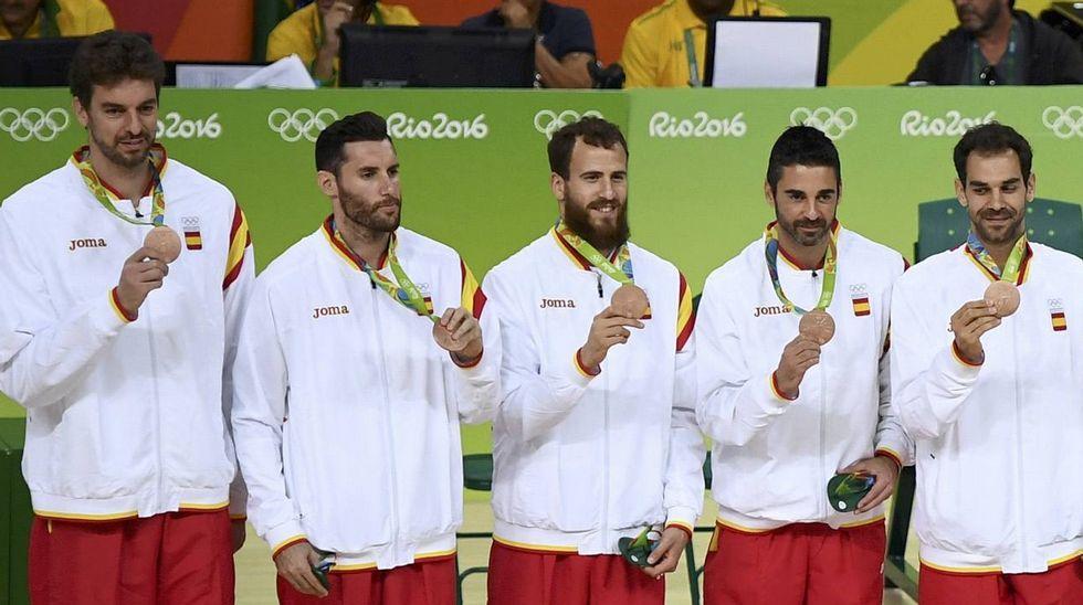 El Australia-España, en fotos.Lidia Valentín logró el bronce en la categoría femenina de los 75 kilos de halterofilia, tras levantar un total de 257 kg de peso
