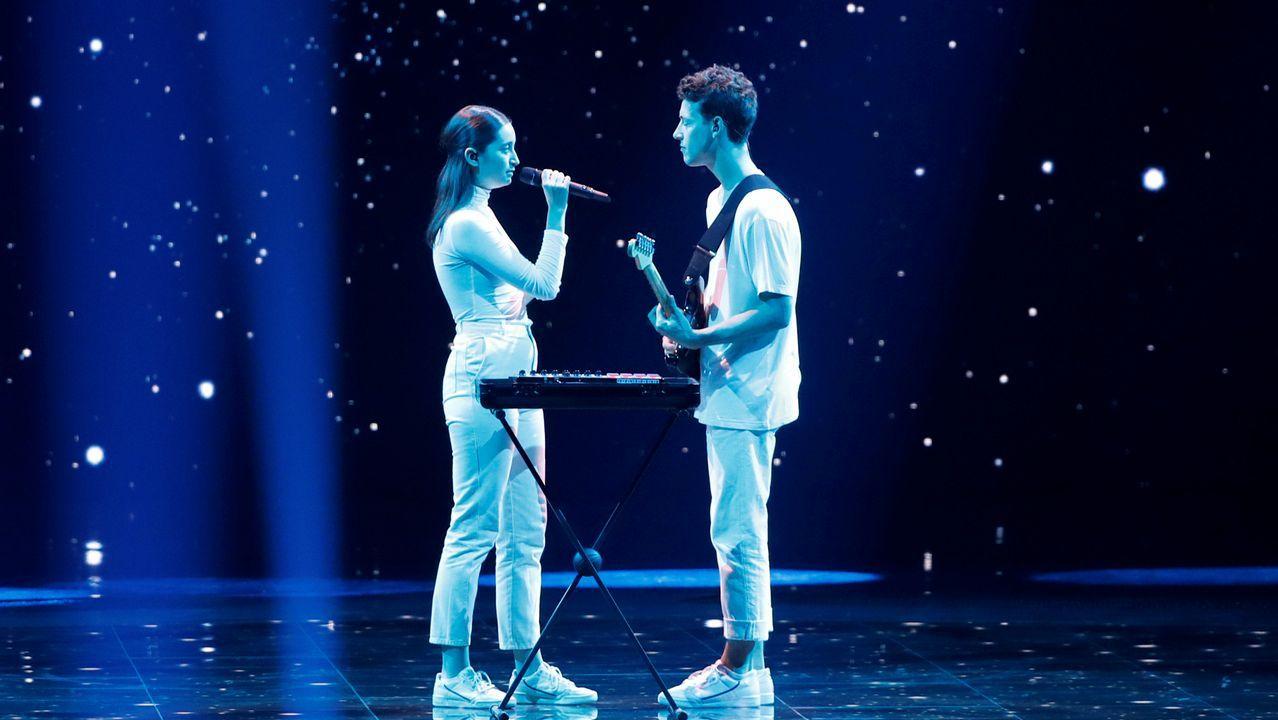 La pareja de Eslovenia canta «Sebi»