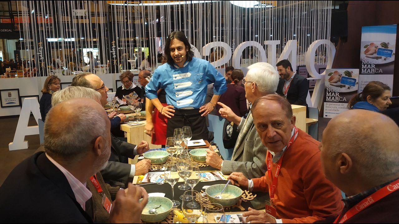 Los alumnos de Riveiro Coello presentan libro en el acto de Barbantia en Rianxo.Pombar, en el 2002 en Ribeira, detenido por la operación Candil