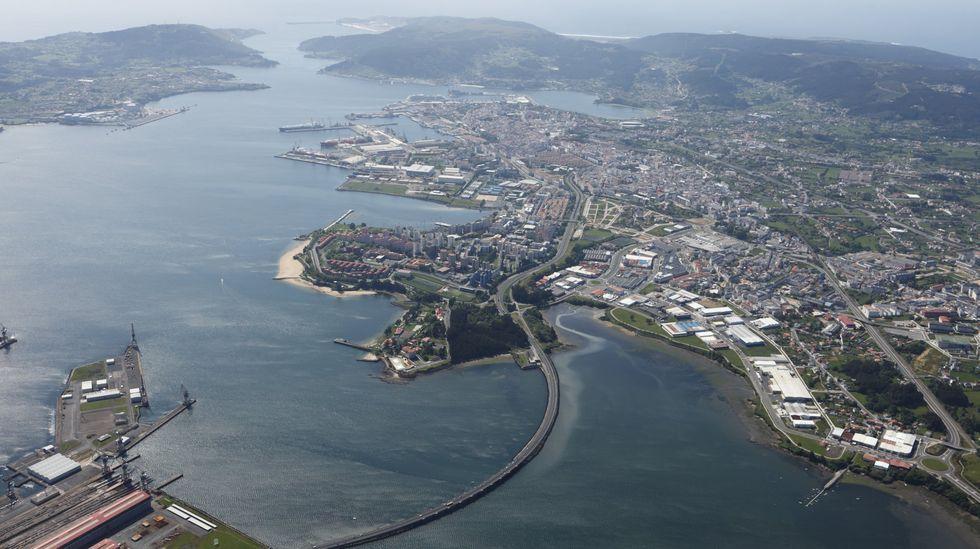 Vista aérea de Ferrol y Narón, en foto de archivo