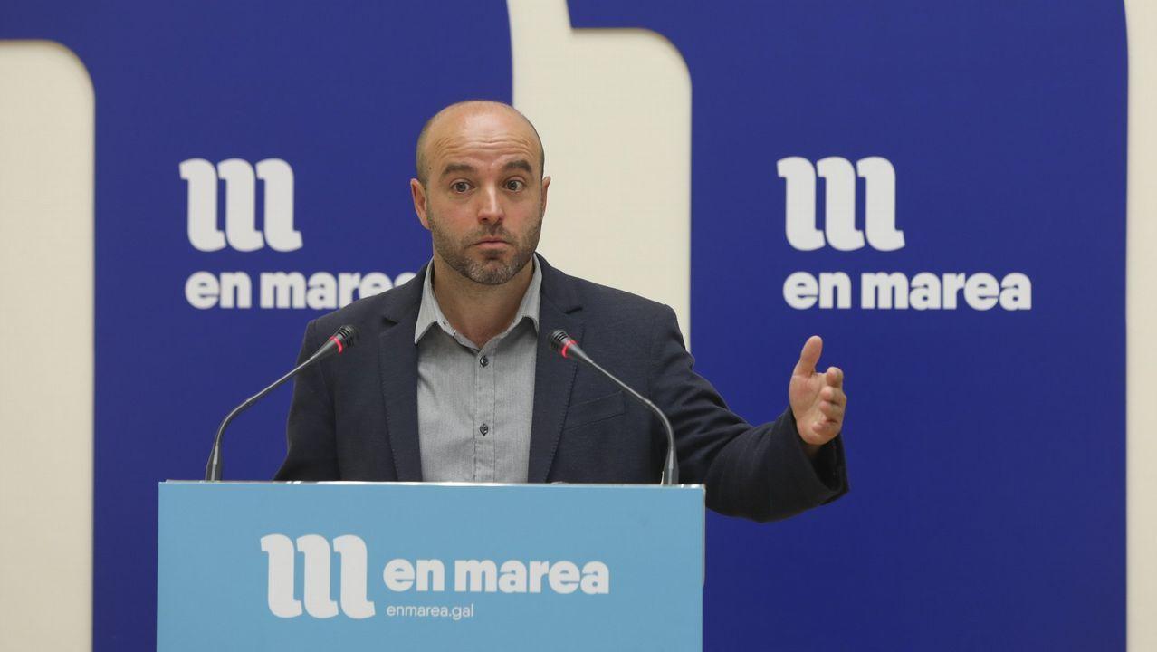 El PPdeG ataca a sus rivales.La oposición (en la foto, Leiceaga, Pontón y Villares) pidió que comparezca el conselleiro de Sanidade en pleno y el PP lo rechazó