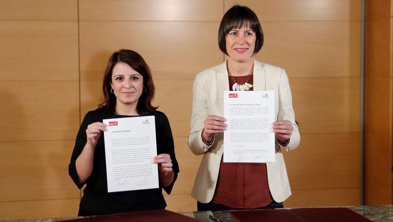 La portavoz socialista, Adriana Lastra, y la portavoz nacional del Bloque, Ana Pontón, el 3 de enero, con el acuerdo para votar a favor de la investidura de Pedro Sánchez