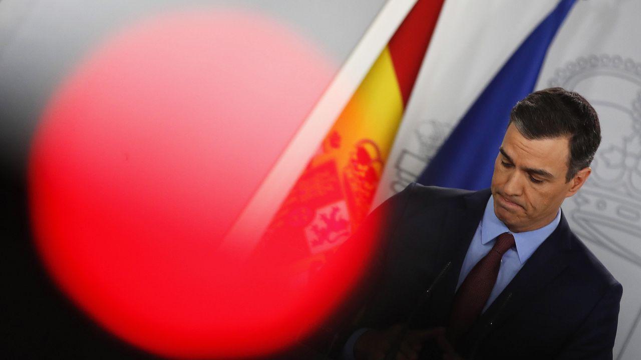 El presidente del Gobierno, Pedro Sánchez, ha anunciado ayudas esta noche al turismo y a las pymes, tras reunirse a través de videoconferencia con el resto de líderes europeos para analizar la crisis del coronavirus y minimizar su impacto en la economía