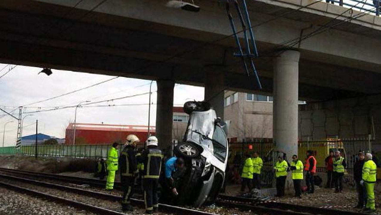 Caída de un vehículo sobre la vía en Madrid en el 2013