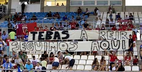 Aficionados del Murcia aluden a Tebas en el último partido amistoso del equipo que entrena Aira.
